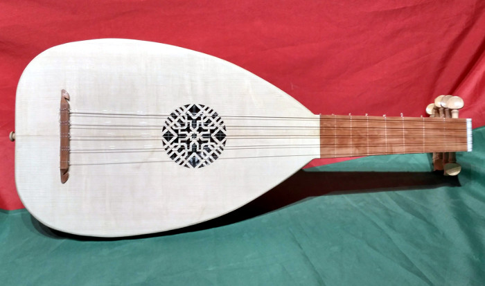 Late Medieval Lute (Single rose style) - Instrument by Jo Dusepo